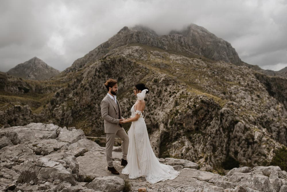 a bride and groom eloping in Mallorca