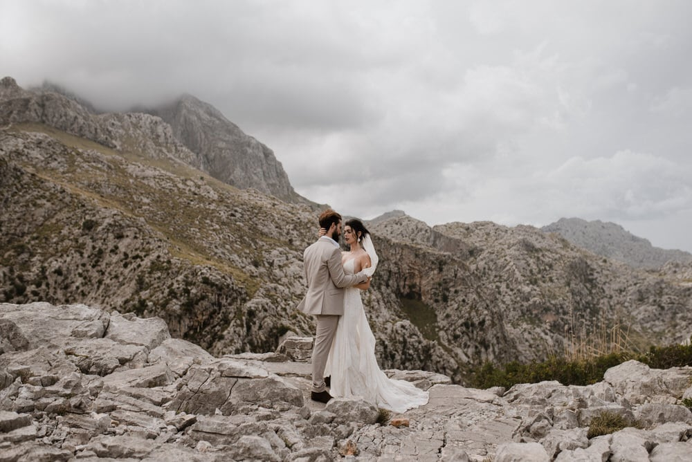 eloping in mallorca spain mountains