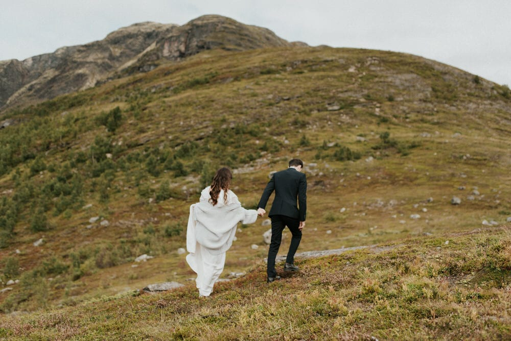 a couple hiking for their elopement in norway